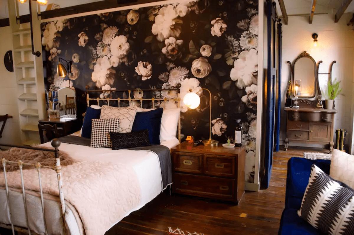 Romantic Dallas Airbnbs